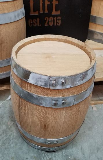New, Unused 5 Liter (1.32 gallon) American Oak Whiskey Bourbon Aging Barrel with medium char (4L)